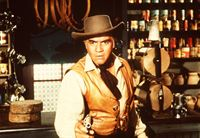 Ben Cartwright (Lorne Greene) erschießt in Notwehr den Taugenichts Luke Grayson. – Bild: Paramount Pictures