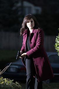 Liz (Megan Boone) ist einem Serienkiller auf der Spur, der sich zur Aufgabe gemacht hat, Opfer häuslicher Gewalt zu rächen. – © RTL