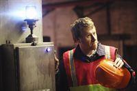 Len Levitt, ein umgänglicher Mitarbeiter der U-Bahn wird ermordet im Central Park aufgefunden. Hat sein Kollege Arthur Sansone (Christopher May) einen Hinweis auf den Mörder? – Bild: 2010 American Broadcasting Companies, Inc. All rights reserved.