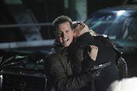 Jerry Tyson (Michael Mosley, l.) hat Kate Beckett (Stana Katic, r.) in seine Gewalt gebracht. Können ihre Kollegen den Wahnsinnigen aufhalten, bevor er ihr etwas antut? – Bild: 2012 American Broadcasting Companies, Inc. All rights reserved.