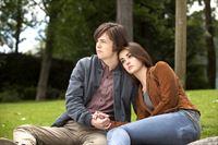 Allison (Matreya Fedor, r.) und Anson (Brendan Meyer, l.) hecken einen gefährlichen Plan aus ... – © 2013 Crown Media United States LLC