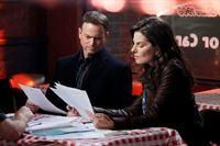 Die Ermittlungen führen Detective Mac Taylor (Gary Sinise) und Jo Danville (Sela Ward) in eine Pizzeria, die das Opfer eigentlich bald übernehmen sollte... – © VOX
