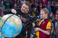 Elton und Kamerakind David-Finley aus Asten/Österreich. Wo leben denn die Eisbären? – © ZDF und Ralf Wilschewski