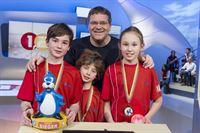 Elton und die Kandidaten aus Göteborg/Schweden. Ein Gewinner-Team! – © ZDF und Ralf Wilschewski