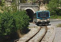 Bei der Schlucht von Chabrières durchquert der Zug einen von insgesamt 25 Tunnel. – © SWR/SR/Hilde Bechert
