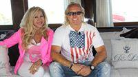 Carmen und Robert besichtigen eine Yacht im Hafen von Alicante – © RTL II