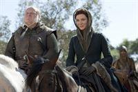 Catelyn Stark (Michelle Fairley) macht sich auf die Reise nach Süden, um dem Attentäter von Bran auf die Spur zu kommen – © RTL II