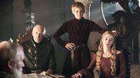 Tywin (Charles Dance, li.), König Joffrey (Jack Gleeson) und Cersei (Lena Headey) – © RTL II