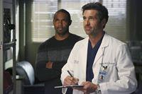 Halloween steht vor der Tür: Dr. Ben Warren (Jason Winston George, l.) ist nach Seattle gekommen, um mit seiner Familie zu feiern, während Derek (Patrick Dempsey, r.) zufälligerweise eine tolle Idee für eine neue Operationsmethode hat ... – © ABC Studios