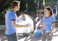 Eigentlich wollte Zoe (Rachel Bilson, r.) zusammen mit Joel ins Abenteuer Camp, doch nun soll ausgerechnet George (Scott Porter, l.) sie begleiten ... – © Warner Brothers