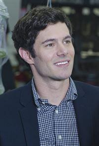 Nate (Adam Brody), der Geschäftsführer eines Dildo-Herstellers, lädt Jeannie zum Essen ein – © ZDF und Randy Tepper/SHOWTIME