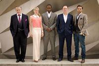 v.li.: Albert Stroller (Robert Vaughn), Emma Kennedy (Kelly Adams), Mickey Stone (Adrian Lester), Ash Morgan (Robert Glenister) und Sean Kennedy (Matt Di Angelo) – © RTL Crime