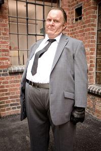 Ash Morgan (Robert Glenister) – © RTL Crime