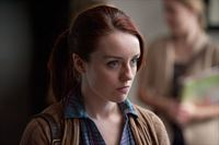 Sterling Fitch (Kacey Rohl) – © RTL Crime
