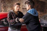 Astrid (Christina Hecke, l.) wird von Mick schwanger, aber will das Kind nicht unbedingt – © ORF eins