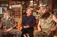 Mike (Tim Allen, M.) hat Brody (Willie Robertson, r.) und Uncle Ray (Si Robertson, l.) zu Besuch, mit denen er auch über lebensverändernde Themen sprechen kann ... – © 2013-2014 Twentieth Century Fox Film Corporation. All rights reserved.