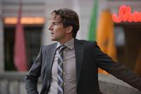 Oliver Radek (Hans-Werner Meyer) sucht fieberhaft nach Anna Alexandrowna. Was hat sie vor? – © ZDF und Frédéric Batier