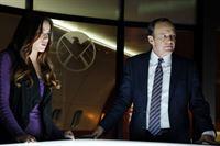 Skye (Chloe Bennet) und Phil Coulson (Clark Gregg) – © RTL Crime
