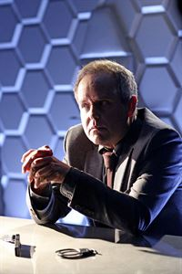 Prof. Elliot Randolph (Peter MacNicol) – © RTL Crime