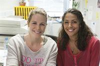 v.li.: Anna (Katharina Küpper, li.) und Schauspielerin Amy Mußul (re.), die als Nelly neu im Team mit dabei ist. – © SWR/Patricia Neligan