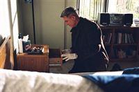 Wird Gibbs (Mark Harmon) Licht ins Dunkle bringen können? – Bild: CBS Television
