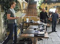 Untersuchen einen neuen Fall: Callen (Chris O'Donnell, r.), Sam (LL Cool J, M.) und Deeks (Eric Christian Olsen, l.) ? – © CBS Studios Inc. All Rights Reserved.