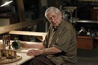 Muss sich mit seiner Vergangenheit auseinandersetzen: Jackson Gibbs (Ralph Waite) ... – Bild: CBS Television