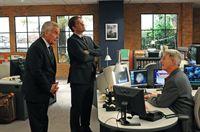 Ein neuer Mordfall beschäftigt Gibbs (Mark Harmon, r.), Tony (Michael Weatherly, M.) und Tony Senior (Robert Wagner, l.) ... – Bild: CBS Television