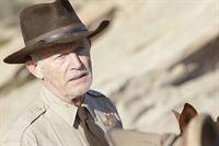 Gemeinsam mit Sheriff Boyd (Lance Henriksen) machen sich Gibbs und Tony auf den Weg, um die Malerin Dina Risi ausfindig zu machen. Doch werden sie erfolgreich sein? – Bild: CBS Television