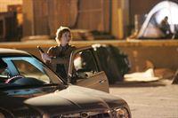 Shepard (Lauren Holly) geht ein großes Risiko ein, als sie sich alleine mit einem Informanten trifft. Als der Mann bei einer Schießerei getötet wird, ist es an Gibbs und seinem Team herauszufinden, welche Informationen der Tote über La Grenouille hatte ... – Bild: CBS Television