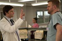 Peter Facinelli (Dr. Fitch Cooper), Stephen Wallem (Thor Lundgren). – © ORF eins