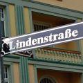 """""""Lindenstraße""""-Jubiläum: Alle 1306 Folgen nonstop in Köln – Geburtstagsaktion im Dezember – Bild: WDR/Mara Lukaschek"""