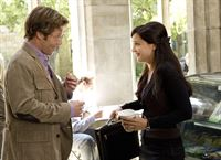 Dr. Michael Hathaway (Jamie Bamber) und FBI Agent Kate Moretti (Rachael Leigh Cook) – © RTL Crime