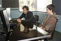 Dr. Daniel Pierce (Eric McCormack, l.) und Nicky Atkins (Jamie Alexander) – © RTL Crime