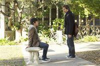 Der junge Daniel Pierce (Shane Coffey, l.) und Dr. Daniel Pierce (Eric McCormack) – © RTL Crime