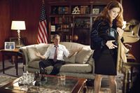 Senator Ted Paulson (Scott Paulin) und Victoria Ryland (Bridget Regan) – © RTL Crime