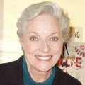Lee Meriwether – Bild: Leslie Gottlieb from Little Ferry, NJ, USA, Lee Meriwether 2005, Cropped, CC BY 2.0