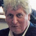 Tom Baker – Bild: Phil Guest from Bournemouth, UK, Tom Baker cropped, cropped, CC BY-SA 2.0