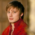 Bradley James – Bild: BBC/Shine/Nick Briggs