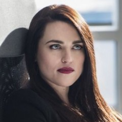 Katie McGrath – Bild: 2016 Warner Bros. Entertainment, Inc. Lizenzbild frei