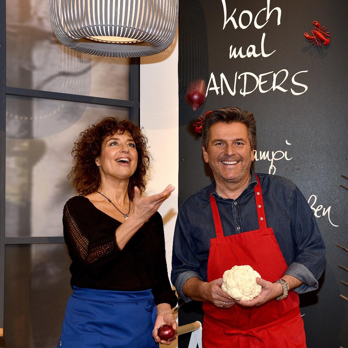 """""""Koch mal Anders"""": Thomas Anders schwingt ab März den Kochlöffel – Mit Isabel Varell, Francine Jordi, Manuel Andrack und Co. – Bild: SWR/Kristina Schäfer"""