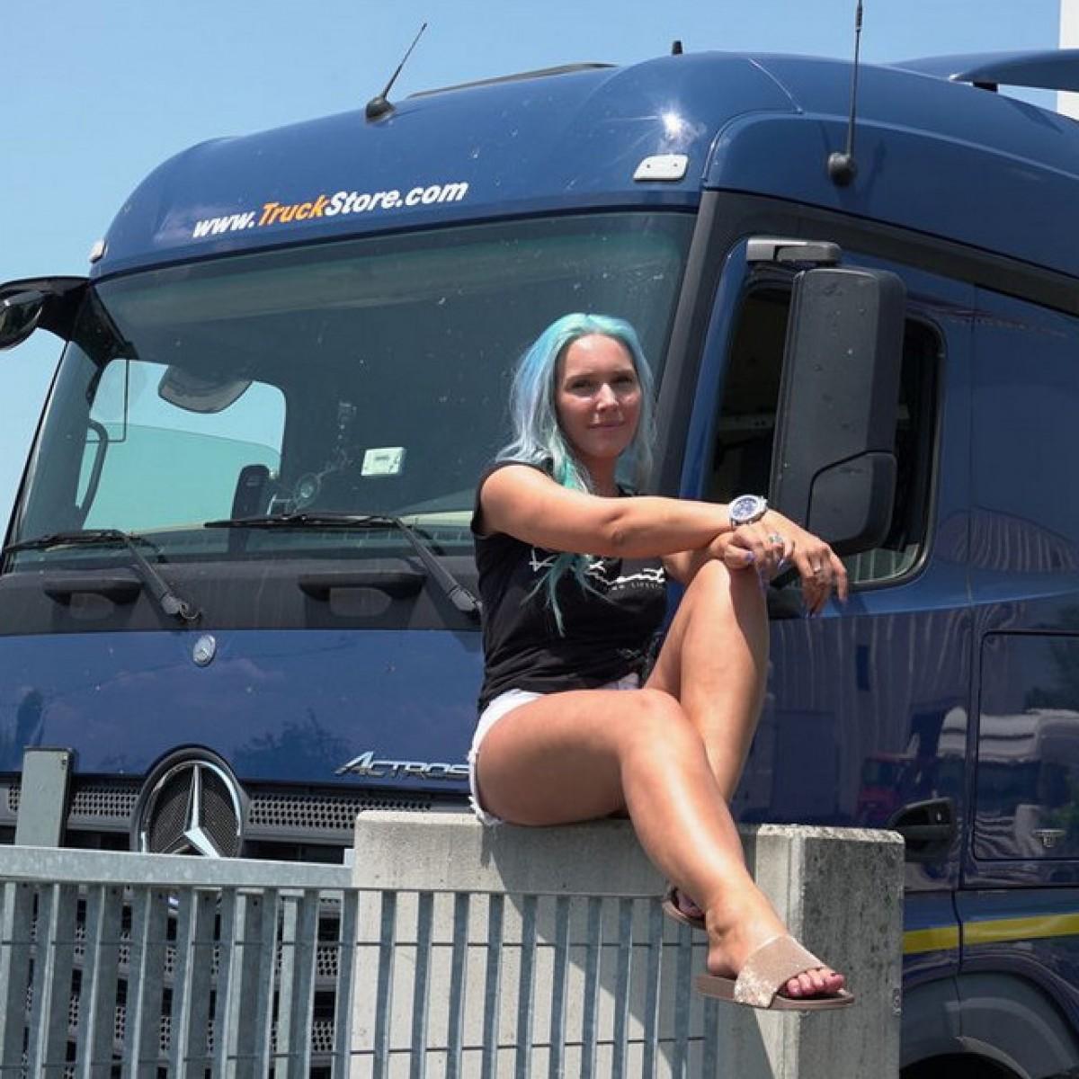 Model sabrina reiter trucker Sandy Wexler