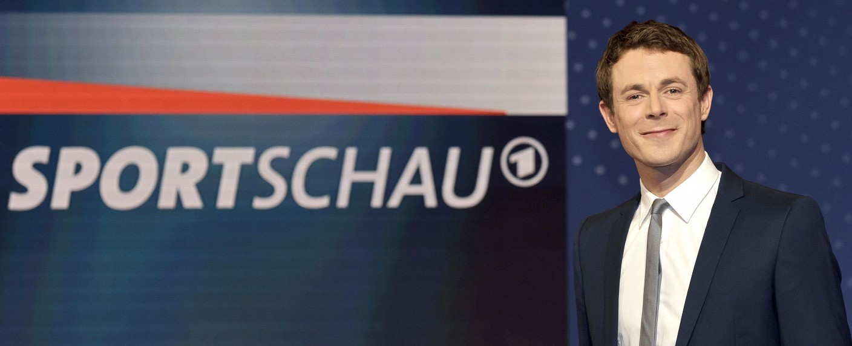 Alexander Bommes moderiert verstärkt bei der Sportschau – Bild: WDR/Herby Sachs