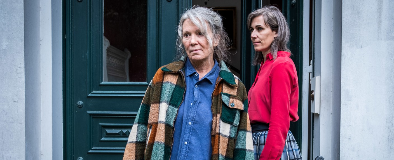 Vera Eckhoff (Iris Berben, l.) und Marlene von Kamcke (Nina Kunzendorf, r.) – Bild: ZDF/Boris Laewen