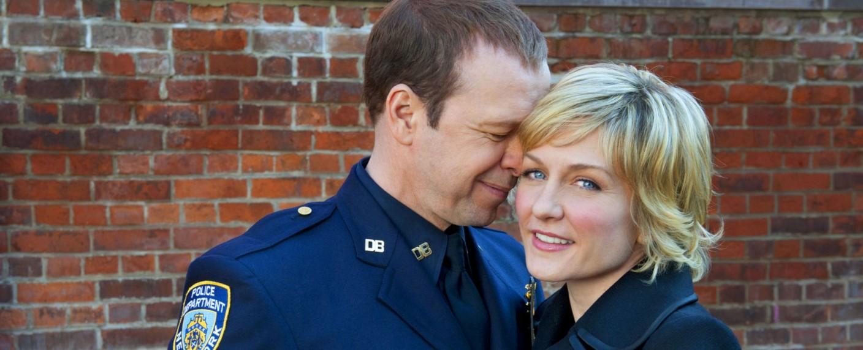 """Amy Carlson (mit Donnie Wahlberg) in """"Blue Bloods"""" – Bild: CBS"""