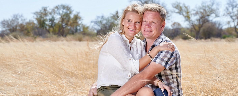 """Eines der Paare der diesjährigen """"Bauer sucht Frau""""-Staffel: Farmer Jörn (38) aus Namibia und Dolmetscherin Oliwia (28) – Bild: MG RTL D/Christian Stiebahl"""