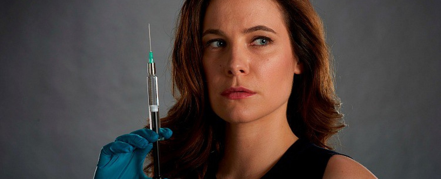 "Caroline Dhavernas als Dr. Mary Harris in ""Mary Kills People"" – Bild: Global"