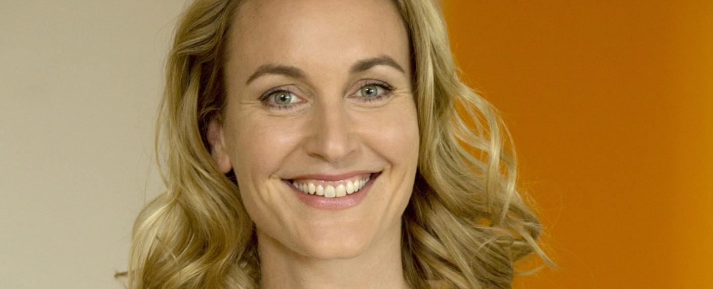 """Christina Athenstädt als Gynäkologin Tanja Ewald in der Das-Erste-Serie """"Familie Dr. Kleist"""" – Bild: ARD/Volker Roloff"""