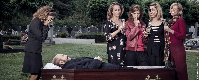 """""""Clan"""": die fünf Goethals-Schwestern und der verschiedene Jean-Claude – Bild: VTM"""