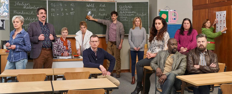 "Das Ensemble der ""Läusemutter"" – Bild: Sat.1/Frank Dicks"